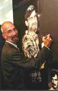 Rik signiert zur Eröffnung einer Ausstellung in Berlin ein rs2-Foto, unten rechts ist er zu sehen, als er noch beim AFN/AFRTS war.