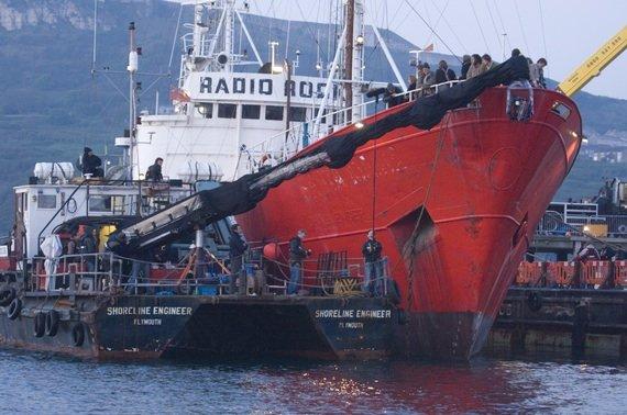 Das Sendeschiff von Radio Rock während der Dreharbeiten (Bild: Universal)