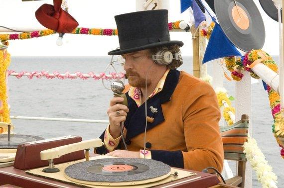 Piratensender-DJs sahen schon damals anders aus! (Bild: Universal)