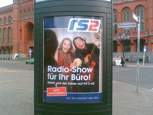 rs2-Plakat für dem roten Rathaus