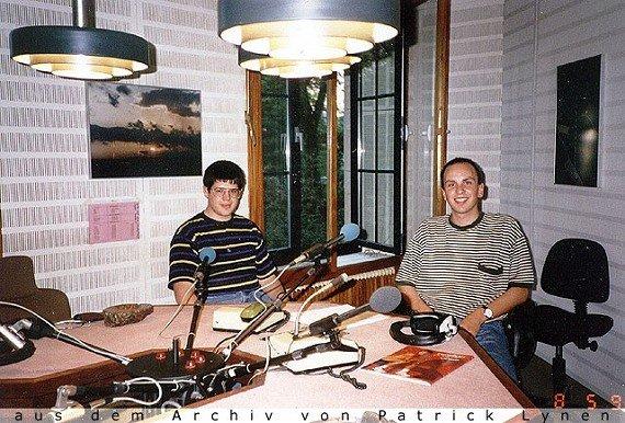 Patrick Lynen (r.) bei Radio Luxemburg in der Villa Louvigny