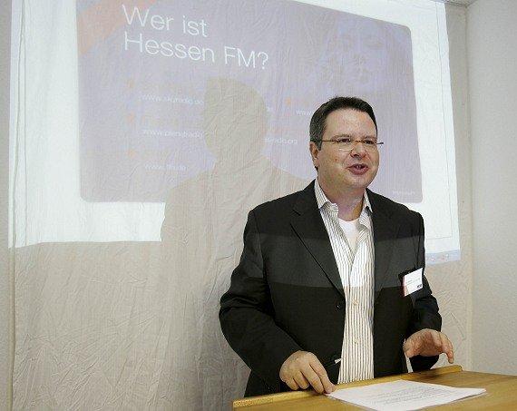 Tom Adams lüftet das Geheimnis von Hessen.FM auf der Pressekonferenz am 05.08.08
