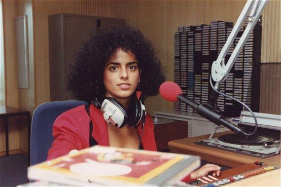 Yvonne Malak im Studio von Radio Luxemburg (1991)