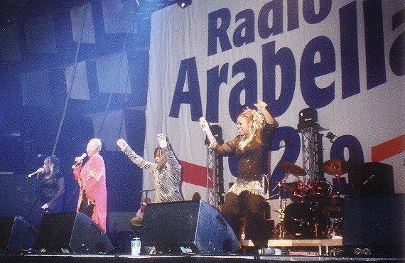 Gruppe Boney M on stage auf der Radio Arabella-Oldieparty 2006 (Bild: Hendrik Leuker)