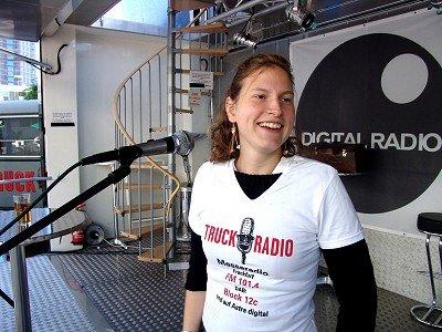 Truckradio-Volontärin Stefanie Franz auf der IAA Frankfurt