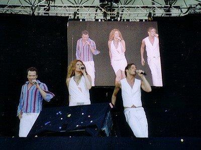 """Die schwedische Gruppe """"Alcazar"""" auf der Stars for Free-Bühne"""