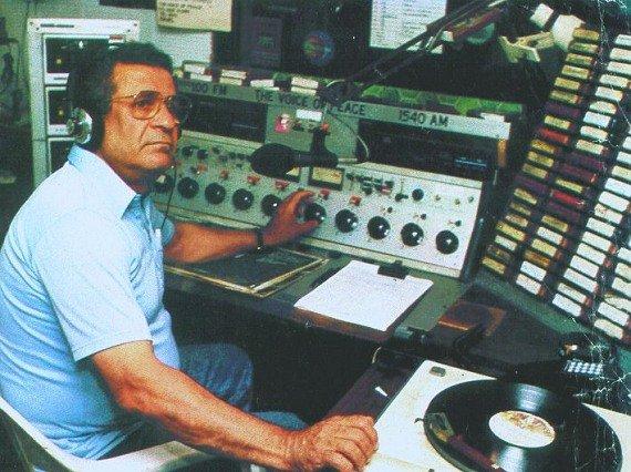 Abi Nathan im Studio an Board der MV Peace (1989)