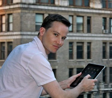 Der Münchner Journalist Richard Gutjahr berichtete nicht nur über den Verkaufsstart des iPad, er wurde dabei auch selbst zum Medienstar. Foto: R.Gutjahr