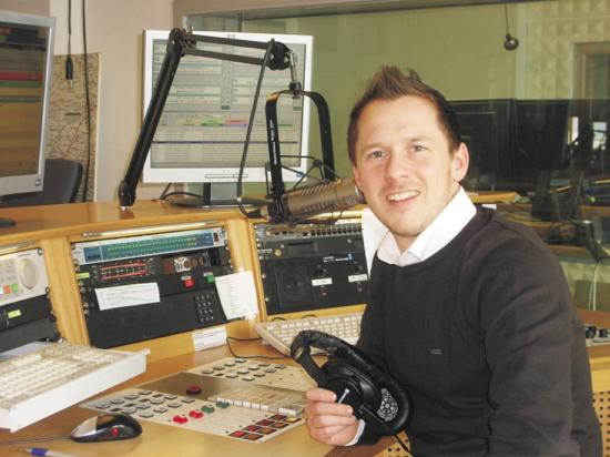 Programmdirektor Daniel Lutz im Studio von hitradio.rt1