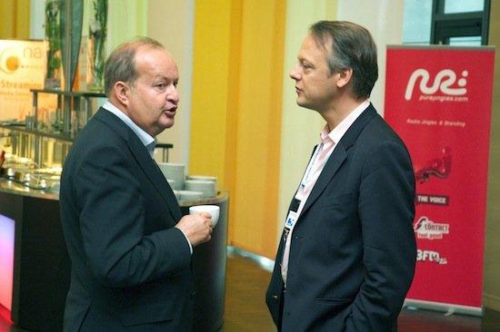Erste Kontaktaufnahme von NRJ-Chef Christophe Montague mit Dr. Alfred Grinschgl (Geschäftsführer der RTR) auf den Lokalrundfunktagen Nürnberg 2010