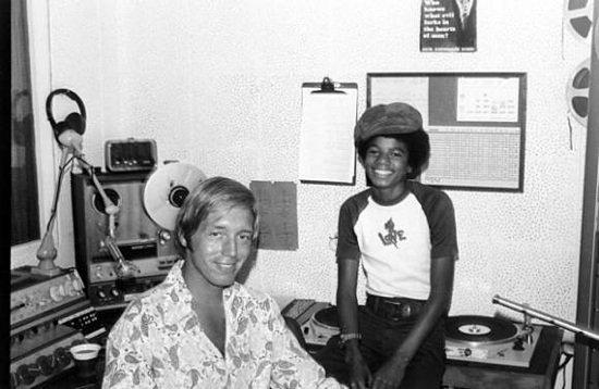 Charlie Tuna mit dem damals 14 Jahre alten Michael Jackson