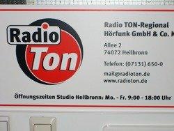 Eingangsschild von Radio Ton