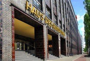 Das Haus des Rundfunks vom rbb an der Masurenallee in Berlin. (Bild: rbb/Hanna Lippmann)