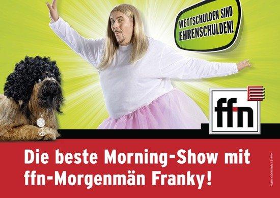 Wettschulden sind Ehrenschulden: Franky ziert im Tutu niedersächsische Plakatflächen