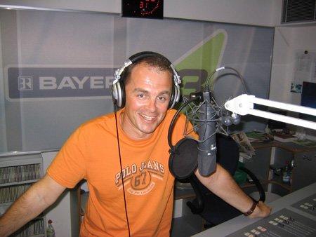 Bayern 3 Chef Walter Schmich im Sendestudio