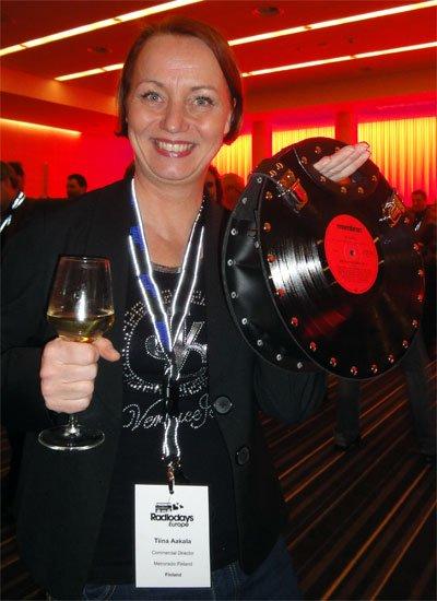 """Originell: Tiina von """"Metroradio Finland"""" mit in Istanbul erstandener Schallplatten-Handtasche. (Bild: Inge Seibel)"""