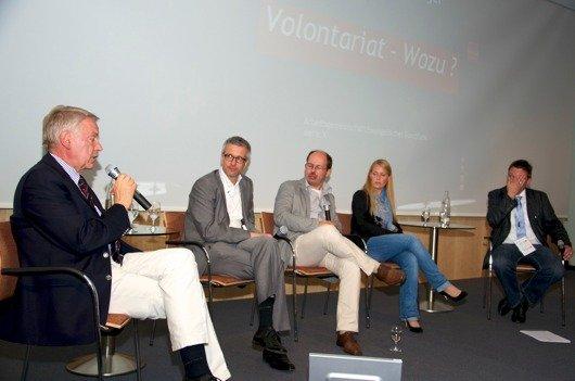 Prof. Bernd-Peter Arnold (Institut für Publizistik, Universität Mainz), Detlef Kuschka (Antenne Bayern), Andreas Fauth (Hörfunkschule Frankfurt), Sandra Sprünken (Radio Wuppertal) auf den Lokalrundfunktagen 2011