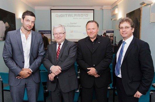 V.l.: Florian Fritsche (REGIOCAST DIGITAL/90elf), Johann Michael Möller (Mitteldeutscher Rundfunk), Mario A. Liese (radio SAW/Rockland), Dr. Chris Weck (Deutschlandradio) (Bild: MDR/Marco Prosch)