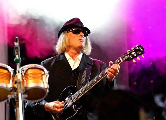 """""""Guten Morgen Franken""""-Moderator Sigi Hoga griff selbst zur Gitarre und begeisterte die Gäste der Radio F-Jubiläumsgala"""