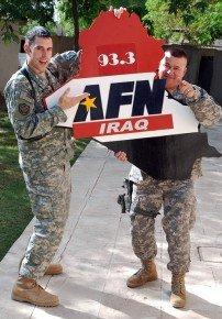 AFN Iraqs Morningshow mit Sgt. Adam Prickel und Cpt. Chris McNair (Bild: facebook.com)