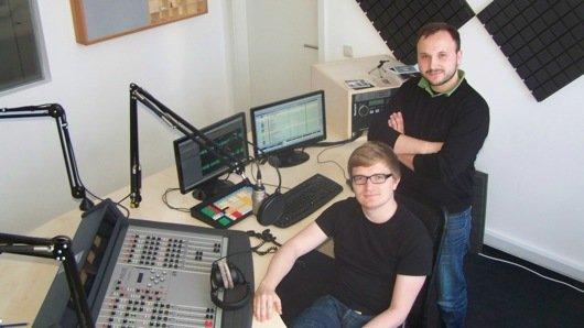 Christian Bollert und Marcus Engert im Sendestudio (Bild: Bernd Reiher)