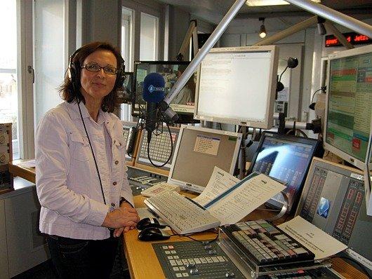 Bayern 1- Moderatorin Ulla Müller im Studio (Bild: Hendrik Leuker)