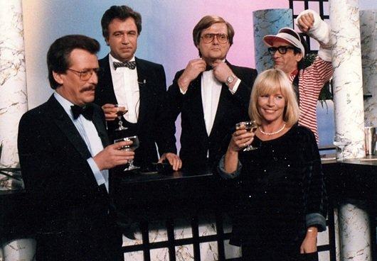 Jochen Pützenbacher, Rainer Holbe, Bernt von zur Mühlen, verkleideter Studiogast und Helga Guitton