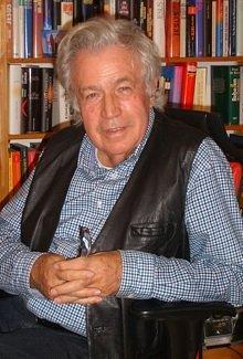 Rainer Holbe (71) in seinem Büro in Frankfurt am Main. (Bild: Hendrik Leuker)