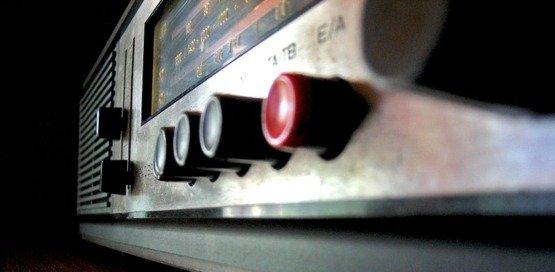 Das Radio spielt unser Lied (Bild: piqs.de)