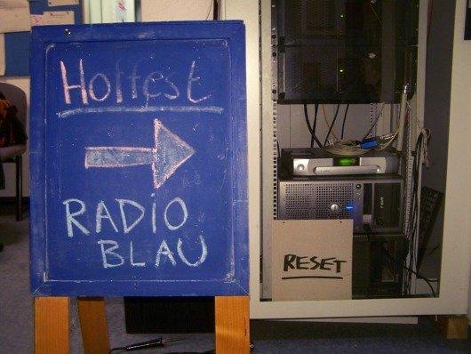 Radio blau Hottestschild Technikschrank 2 (Bild: Bernd Reiher 2012)