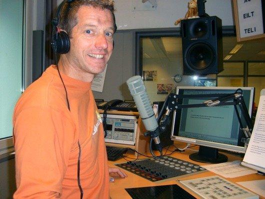 Moderator Ralf Düker im Studio von Radio Koeln (Bild: Hendrik Leuker-09/11)