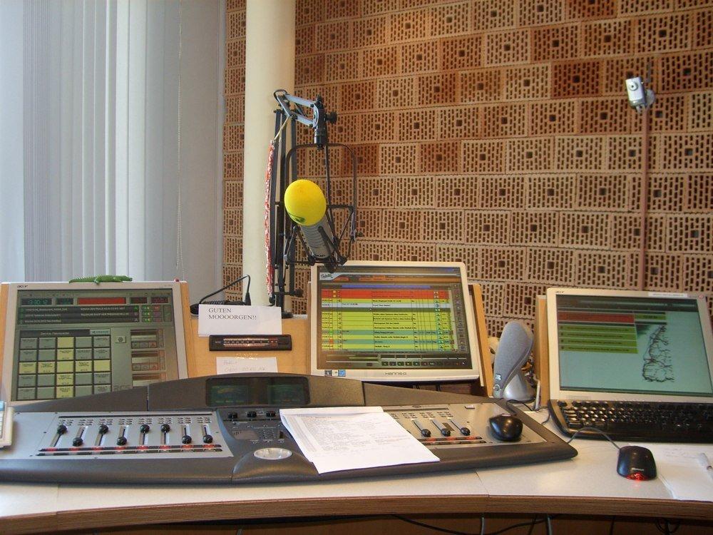 Blick ins Studio von baden.fm (Bild: Hendrik Leuker)