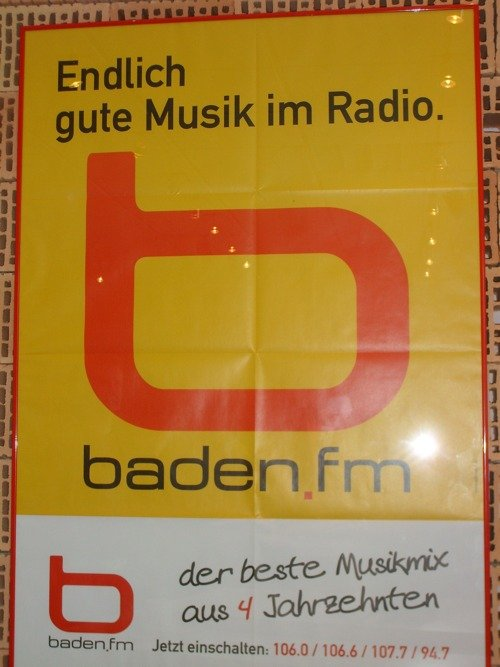 Plakat von Baden FM (Bild: Hendrik Leuker)
