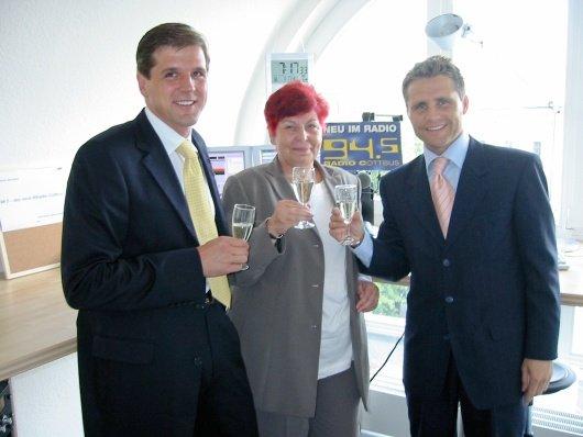 Sendestartfoto vom 1.8.2002 Olaf Hopp, Karin Rätzel und Stephan Schwenk