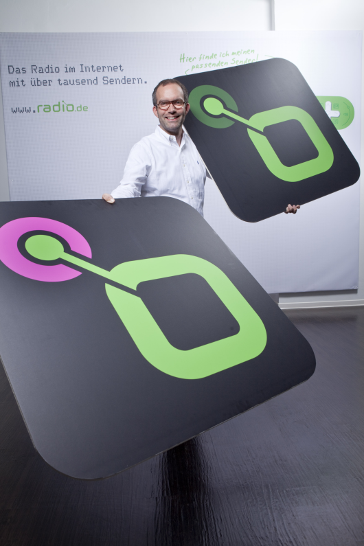 Bernhard Bahners präsentiert das neue radio.de Prime-Logo