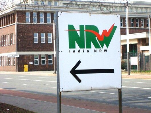Wegweiser am Funkhaus von radio NRW (Bild: Hendrik Leuker)