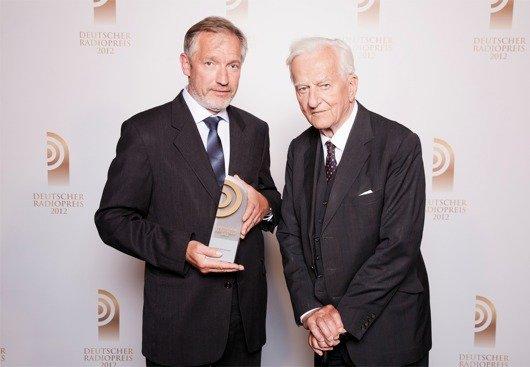 Laudator Richard von Weizsäcker mit Preisträger Martin Durm (SWR2) (Bild: NDR)