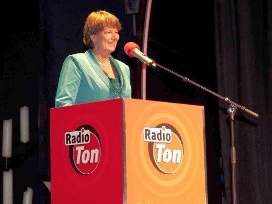 Radio Ton Geschäftsführerin Christine Rupp während der Begrüßungsrede