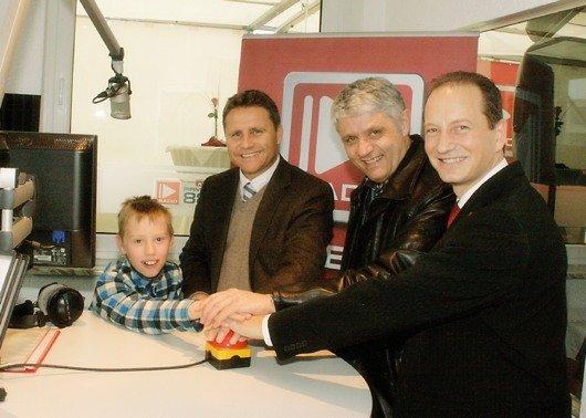 Nachwuchshörer John, Radiogroup Hauptgesellschafter Stephan Schwenk, Pirmasenser OB Dr. Matheis, Antenne Geschäftsführer Antonio Gallucci