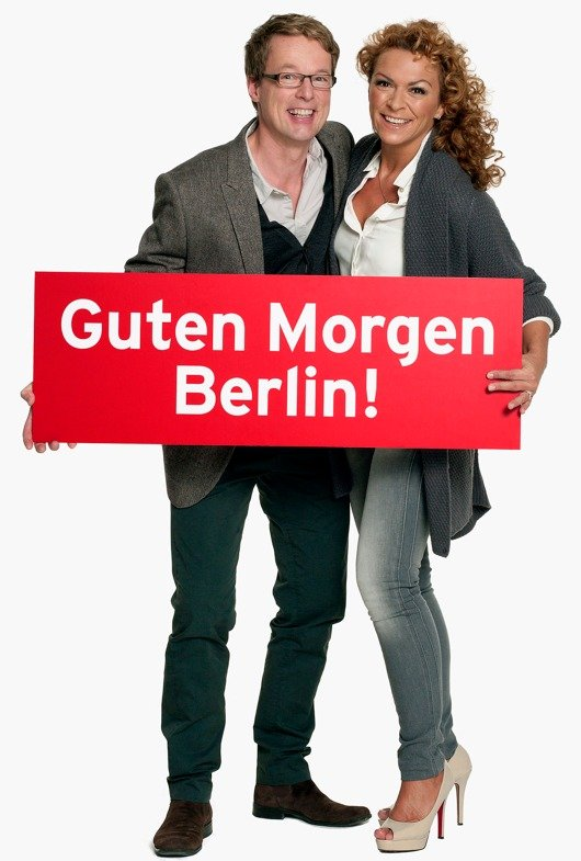 """Alexander Schurig und Diana Holtorff heißen die beiden Moderatoren, die ab 7. Januar 2013 täglich die Sendung """"Guten Morgen Berlin"""" präsentieren. (Bild: rbb/Christian Thomas)"""