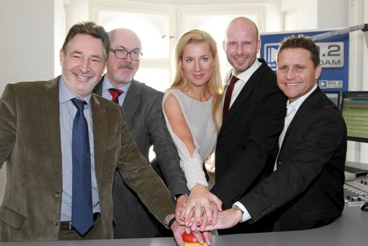 OB Jann Jakobs, Dr. Hans Hege (Direktor MABB), Juliane Adam, Florian Schuck und Stephan Schwenk (Bild: Radiogroup)