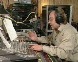 Gerd Alzen im NDR-Studio  (Bild: YouTube)
