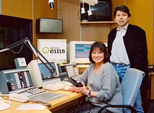 RADIO BREMEN Bremen Eins-Programmleiter Peter Welfers und Beatcub-Moderatorin Uschi Nerke. (Bild: Radio Bremen/Jan Rathke)