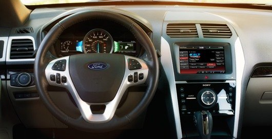 "Das ""SYNC AppLink"" System von Ford ist komplett am Lenkrad bedienbar (Bild: ford.com)"