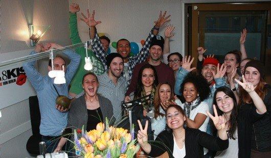 Happy End: Der Weltrekord im Dauermoderieren ist geschafft! (Bild: 98.8 KISS FM)
