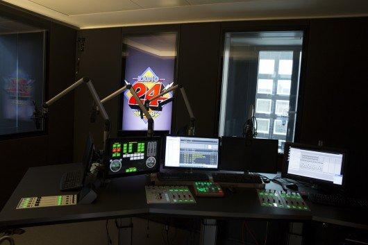 Das neue Studio von Radio24 - ausgestattet mit DABiS800 und LAWO-Pulten.