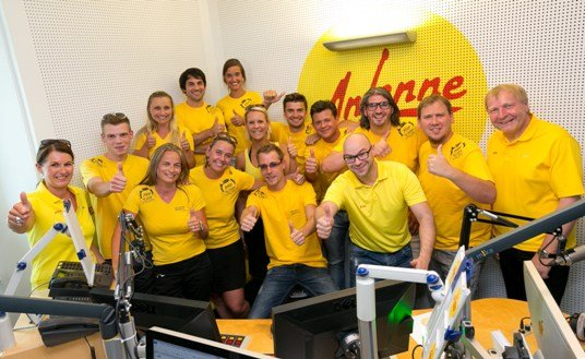 Das Team der Antenne Steiermark jubelt über Rekord Hörerstand (Bild: Antenne/Frankl)
