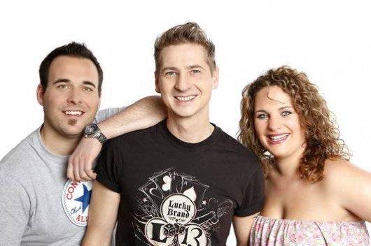 Jeden Freitag darf das Gong 97.1-Mikrofonkind zusammen mit Martin, Guido und Giovanna (v.l.n.r.) von 6 bis 10 Uhr die King Gong Show moderieren
