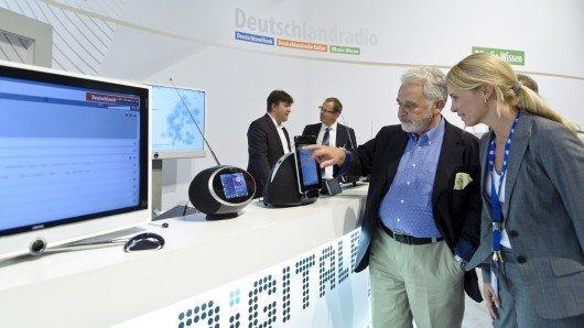 Dr. Willi Steul am Deutschlandradio Infostand auf der IFA 2012 (Bild: ©Bettina Straub)