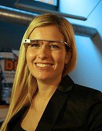 bigFM-Moderatorin Susanka Bersin mit Google Glass (Bild: bigFM)
